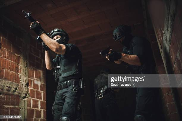 swat team in action - police uniform stock pictures, royalty-free photos & images