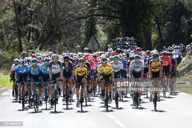 Team Jumbo rider Slovenia's Primoz Roglic wearing the overall leader's yellow jersey rides in the pack during the 6th stage of the 79th Paris - Nice...