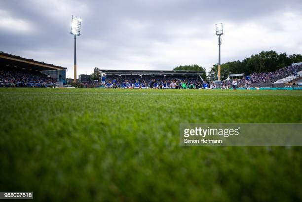 Team mates of Darmstadt celebrate winning after the Second Bundesliga match between SV Darmstadt 98 and FC Erzgebirge Aue at JonathanHeimesStadion am...