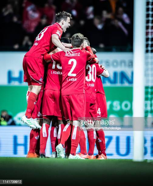 Team mates of Koeln celebrate a goal during the Second Bundesliga match between SpVgg Greuther Fuerth and 1 FC Koeln at Sportpark Ronhof Thomas...