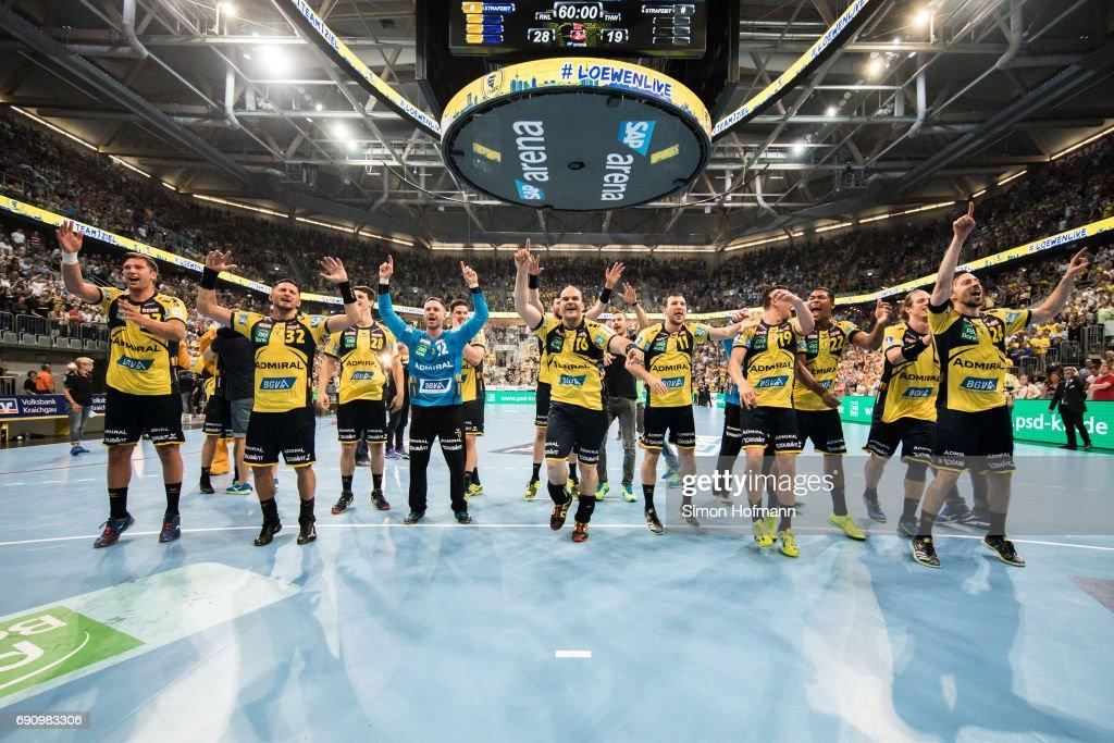 Team mates of Rhein-Neckar Loewen celebrate after the DKB HBL match between Rhein-Neckar Loewen and THW Kiel at SAP Arena on May 31, 2017 in Mannheim, Germany.