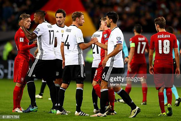 Team members of Germany celebrate after the FIFA 2018 World Cup Qualifier between Germany and Czech Republic at Volksparkstadion on October 8 2016 in...