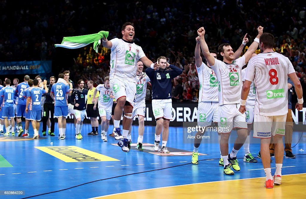 Team members of Norway celebrate during the 25th IHF Men's World Championship 2017 Semi Final match between Croatia and Norway at Accorhotels Arena on January 27, 2017 in Paris, France.
