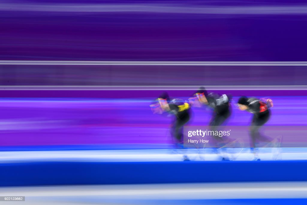 Speed Skating - Winter Olympics Day 12 : Nachrichtenfoto