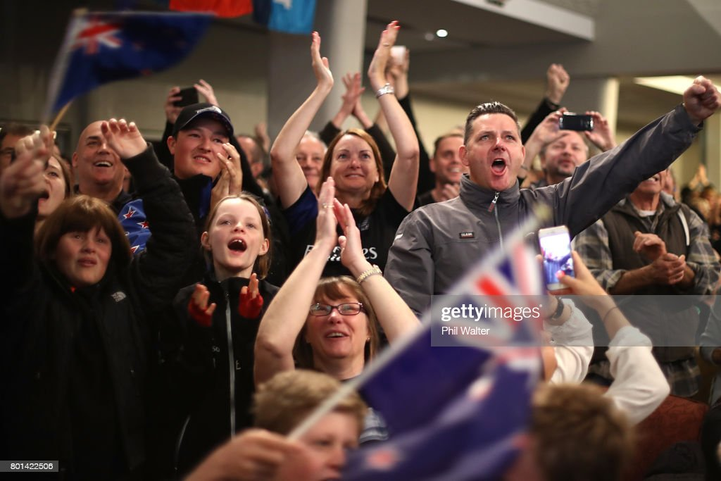 New Zealanders Watch The America's Cup In Auckland : News Photo