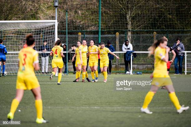 Team of Albi celebrates a goal during the French Women Division 1 match between Fleury and Albi on March 11 2018 in Fleury France