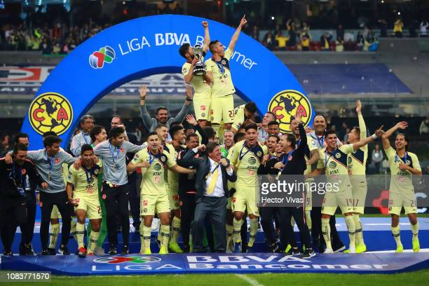 Team of America celebrate with the championship trophy after winning the final second leg match between Cruz Azul and America as part of the Torneo...