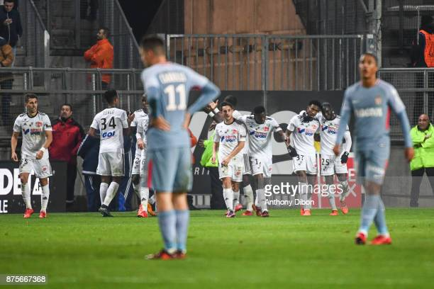 Team of Amiens celebrates a goal during the Ligue 1 match between Amiens SC and AS Monaco at Stade de la Licorne on November 17 2017 in Amiens