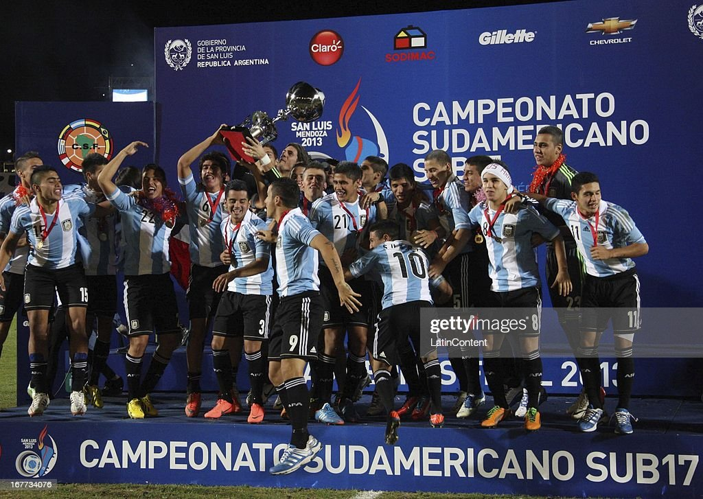 Team of Argentina celebrate their victory after a match between Argentina and Venezuela as part of the U17 South American Championship at Juan Gilberto Funes on April 28, 2013 in La Punta, San Luis, Argentina.