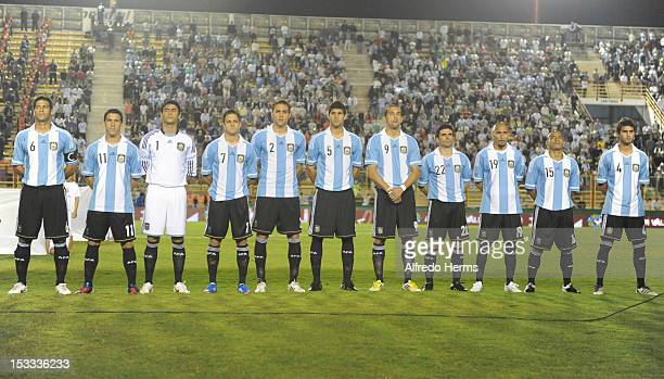 Team of Argentina hears the anthem prior the second leg of the Superclasico de las Americas between Argentina and Brazil at Centenario stadium on...