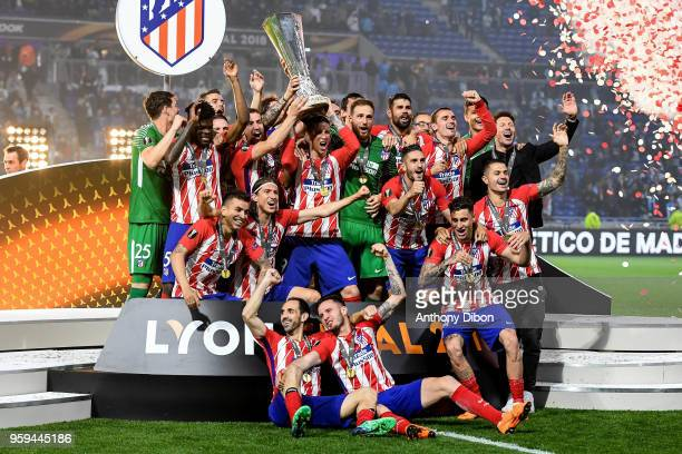 Team of Atletico Madrid celebrates the victory with the trophy during the Europa League Final match between Marseille and Atletico Madrid at Groupama...