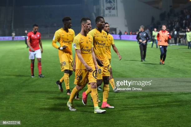 Team of Brest looks dejected during the Ligue 2 match between Nimes Olympique and Stade Brestois at on October 20 2017 in Nimes France