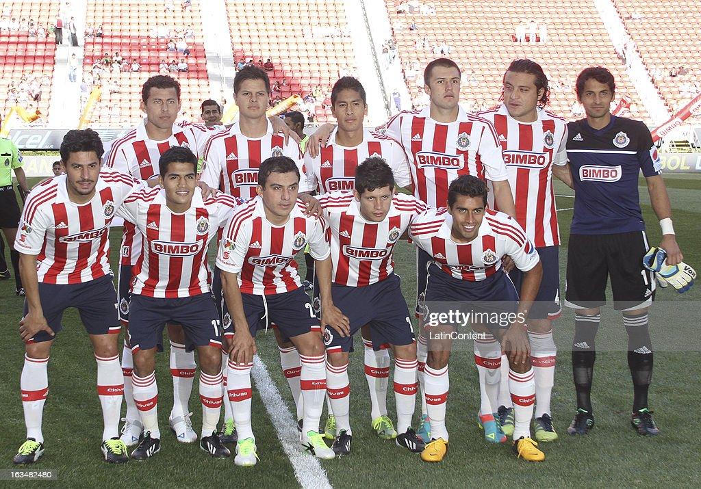 Chivas v Pachuca - Clausura 2013 Liga MX : Fotografía de noticias