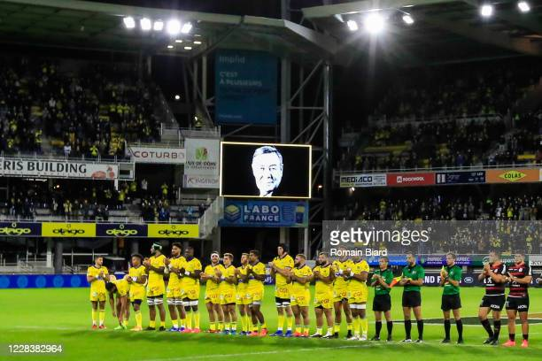 Team of Clermont and Toulouse make a tribute to former president of Clermont Eric de Cromieres during the Top 14 match between ASM Clermont and Stade...