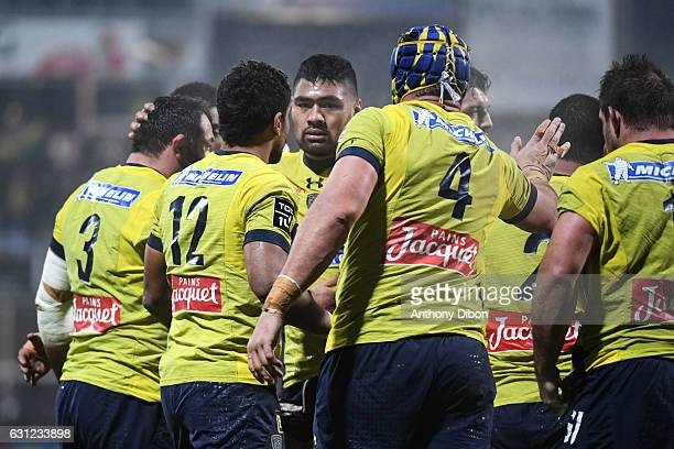 Team of Clermont celebrates after scoring a try during the Top 14 match between Clermont Auvergne and RC Toulon on January 8 2017 in ClermontFerrand...