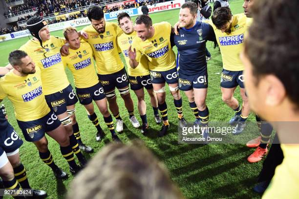 Team of Clermont celebrates the victory during the French Top 14 match between Clermont and La Rochelle at Stade Marcel Michelin on March 4 2018 in...