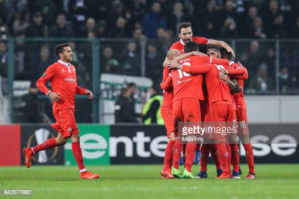 Team of Fiorentina celebrates after scoring a goal to make it 01 during the UEFA Europa League Round of 32 first leg match between Borussia...