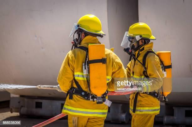 Team van brandweerlieden op opleiding