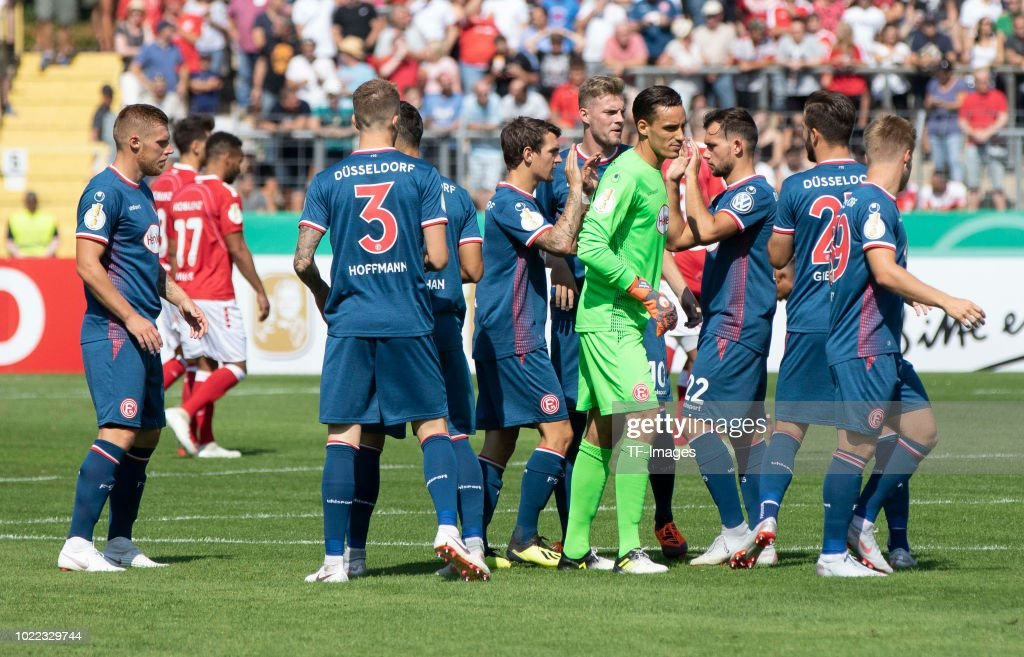 Team of Fortuna Duesseldorf look on during the DFB Cup first round match between TuS RW Koblenz and Fortuna Duesseldorf at Stadion Oberwerth on August 19, 2018 in Koblenz am Rhein, Germany.