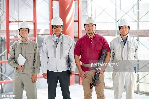 チームエンジニアや建築家の 4 つの棟建設現場
