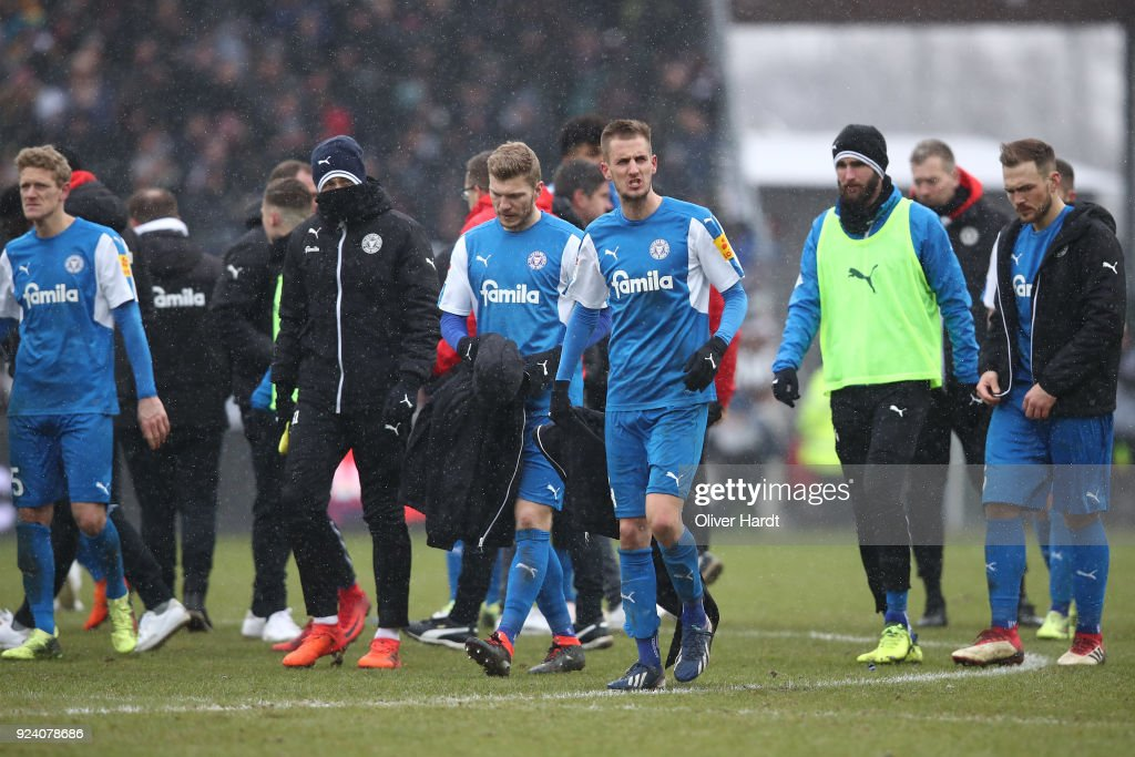 Team of Kiel appears frustrated after the Second Bundesliga match between FC St. Pauli and Holstein Kiel at Millerntor Stadium on February 25, 2018 in Hamburg, Germany.