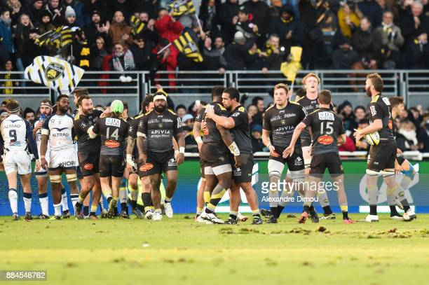 Team of La Rochelle celebrates the Last Try during the Top 14 match between La Rochelle and Montpellier on December 2 2017 in La Rochelle France