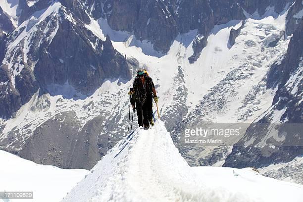 equipo de s mountaineers - valle blanche fotografías e imágenes de stock