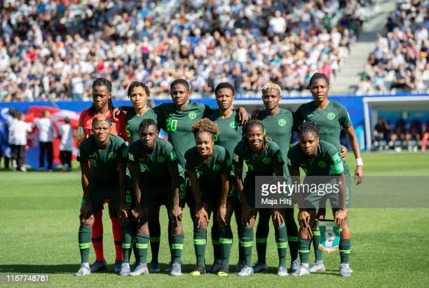 Team of Nigeria poses for a group photo during the 2019 FIFA Women's World Cup France Round Of 16 match between Germany and Nigeria at Stade des...