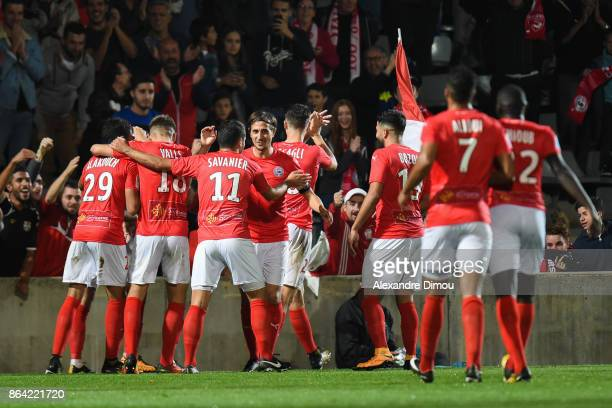 Team of Nimes celebrates one Goal during the Ligue 2 match between Nimes Olympique and Stade Brestois at on October 20 2017 in Nimes France