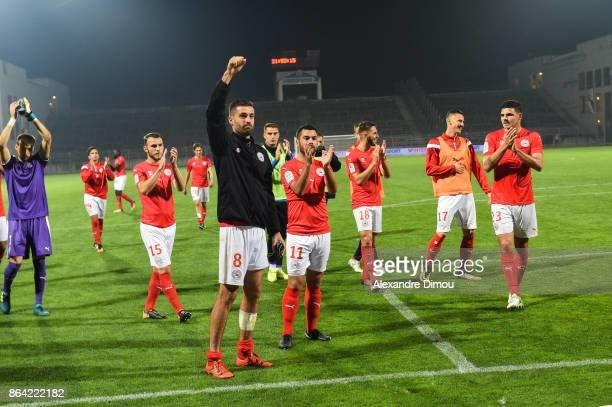Team of Nimes celebrates the Victory during the Ligue 2 match between Nimes Olympique and Stade Brestois at on October 20 2017 in Nimes France