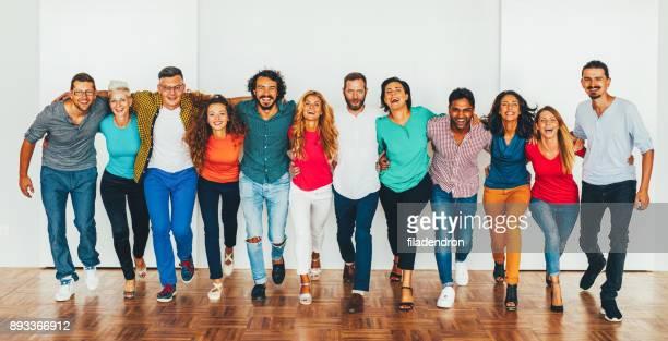 equipo de profesionales - igualdad fotografías e imágenes de stock