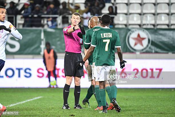 team of Red Star looks dejected after the decision of the referee Willy Delajod during the Ligue 2 match between Red Star and Clermont Foot at Stade...