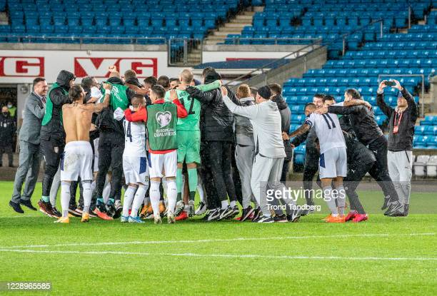 Team of Serbia celebrates victory after during the UEFA Euro qualifier Semi-Finals between Norway v Serbia at Ullevaal Stadion on October 8, 2020 in...