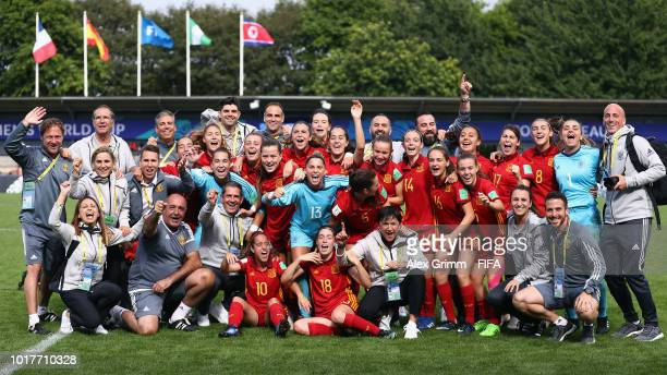 Team of Spain celebrates after the FIFA U-20 Women's World Cup France 2018 Quarter Final quarter final match between Spain and Nigeria at Stade...