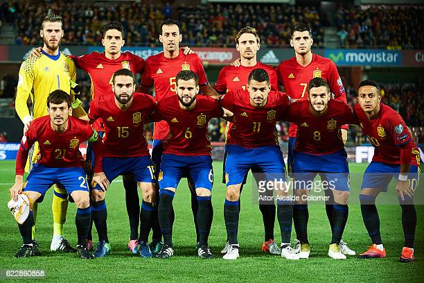 Team of Spain pose for a picture during the FIFA 2018 World Cup Qualifier between Spain and FYR Macedonia at on November 12 2016 in Granada
