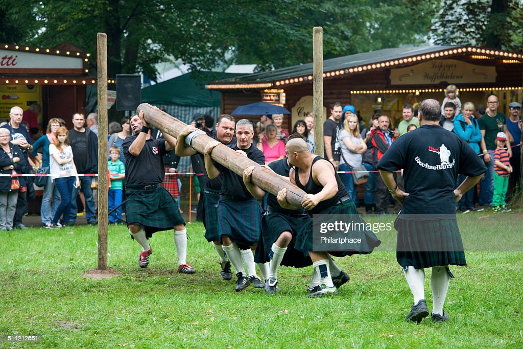 team of strong men athletes at Highland Games in Trebsen : Stock Photo