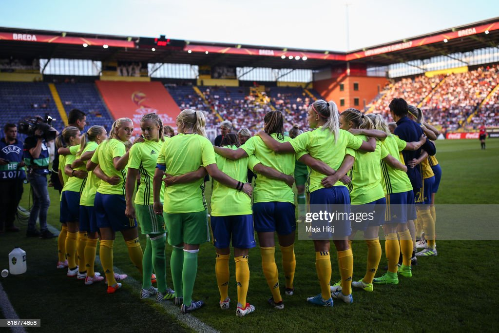 Team of Sweden makes a circle prior the Group B match between Germany and Sweden during the UEFA Women's Euro 2017 at Rat Verlegh Stadion on July 17, 2017 in Breda, Netherlands.