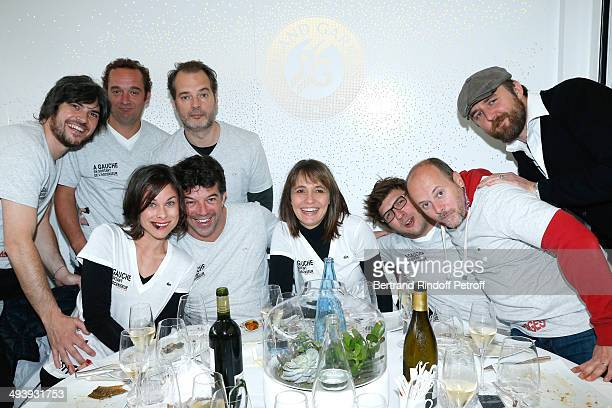 Team of theater play A gauche en sortant de l'ascenseur Boris Soulages Stephane Godin Philippe Dusseau Caroline Burgues Stephane Plaza Lydie Muller...