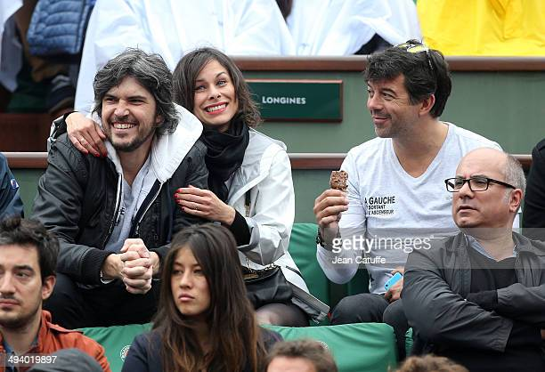Team of theater play 'A gauche en sortant de l'ascenseur' Boris Soulages his wife Caroline Burgues and Stephane Plaza attend the Roland Garros French...