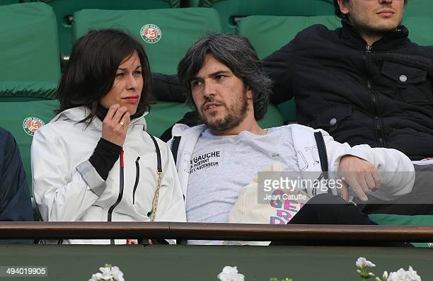 Team of theater play 'A gauche en sortant de l'ascenseur' Boris Soulages and his wife Caroline Burgues attend the Roland Garros French Tennis Open...