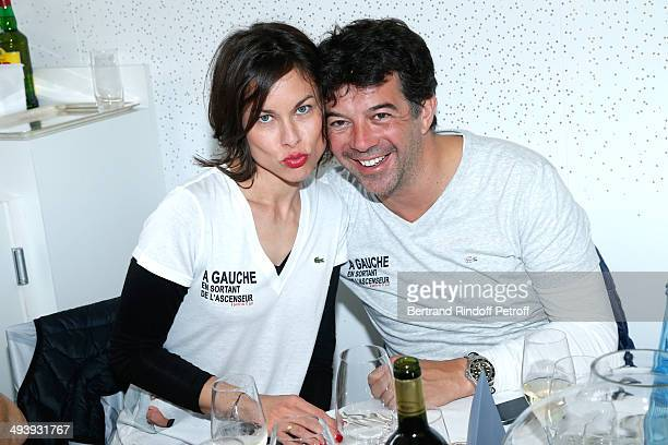 Team of theater play A gauche en sortant de l'ascenseur Caroline Burgues and Stephane Plaza attend the Roland Garros French Tennis Open 2014 Day 2 on...