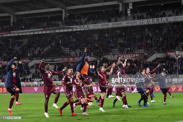 Team of Torino FC celebrate victory at the end of the Serie A match between Torino FC and AC Milan at Stadio Olimpico di Torino on April 28, 2019 in...