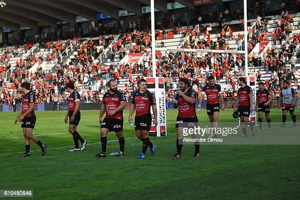 Team of Toulon celebrates the victory with fans after the Top 14 match between Toulon and Clermont on September 25 2016 in Toulon France