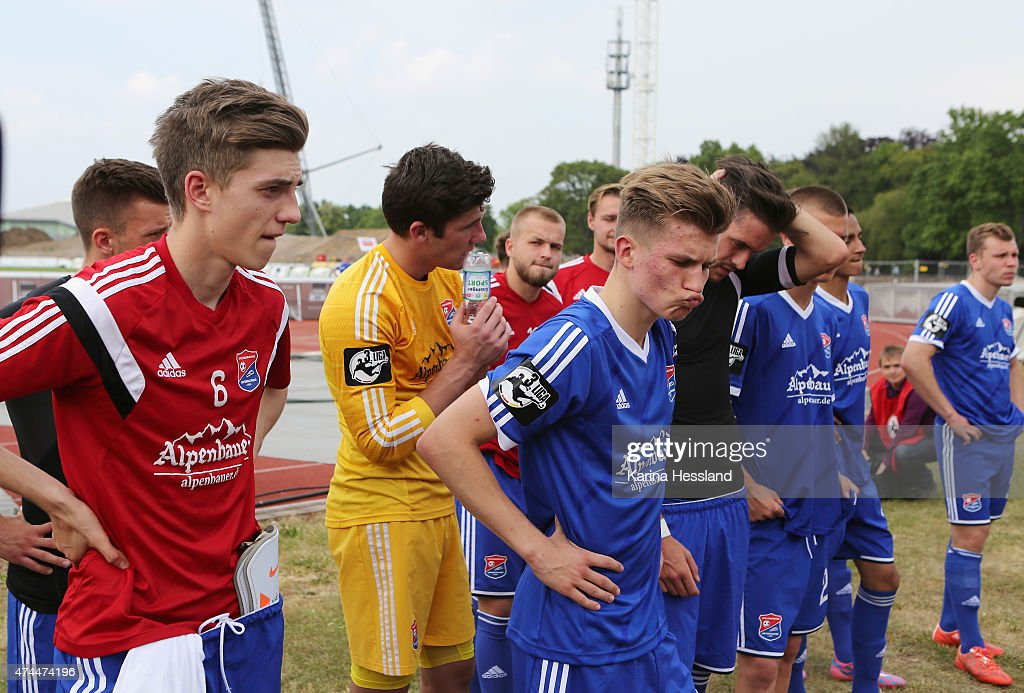 Team of Unterhaching look dejected after the Third League match between FC Rot Weiss Erfurt and SpVgg Unterhaching at Steigerwaldstadion on May 23, 2015 in Erfurt, Germany.