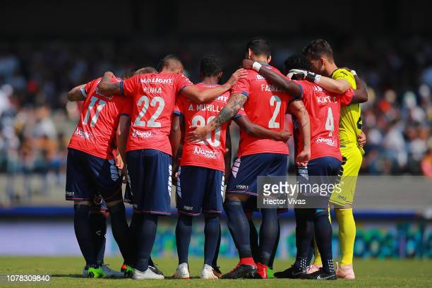 Team of Veracruz huddles prior the first round match between Pumas and Veracruz as part of the Torneo Clausura 2019 Liga MX at Olimpico Universitario...