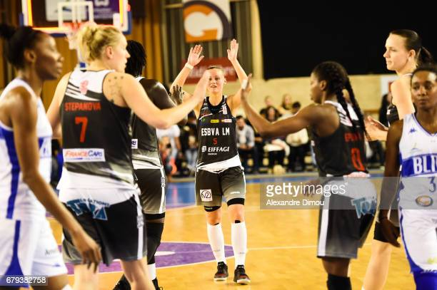 Team of Villeneuve d Asq celebrates the Victory during the women's french League final match between Montpellier Lattes and Villeneuve d'Ascq on May...