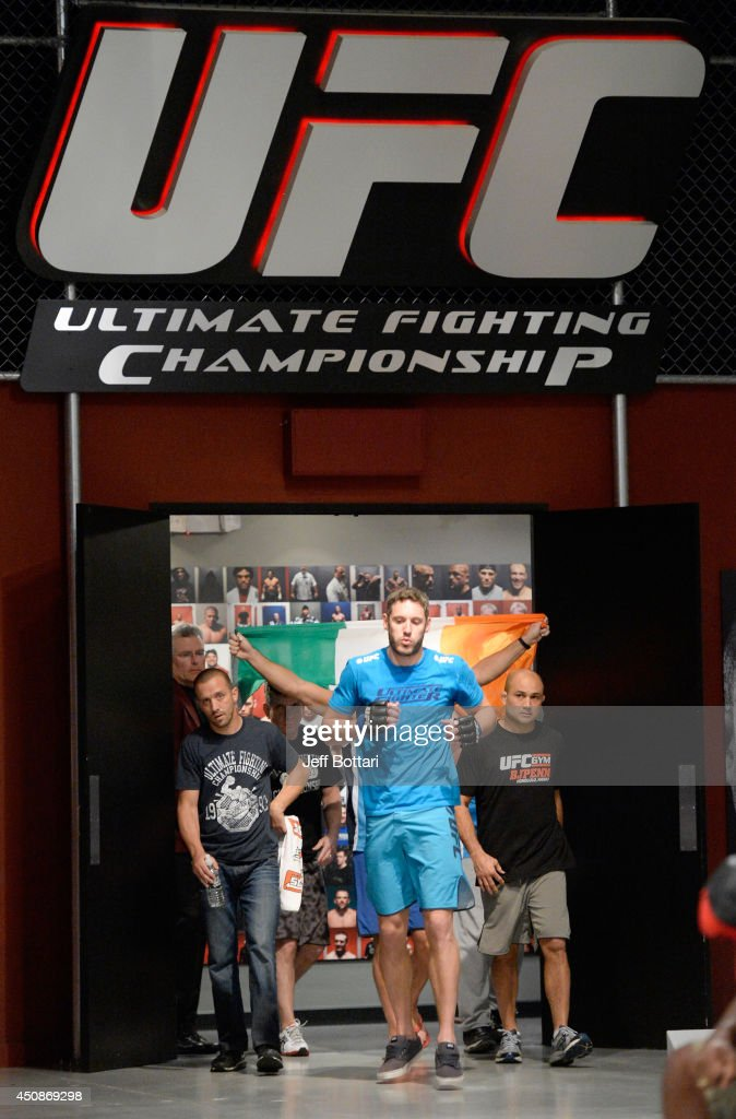 Team Penn Fighter Chris Fields Walks To The Octagon To Fight Team News Photo Getty Images