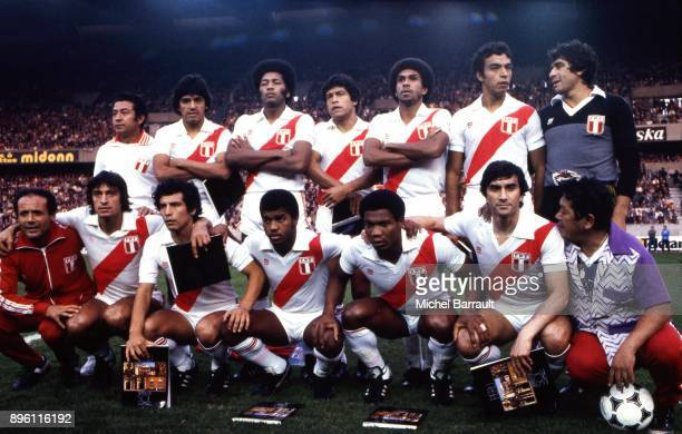 Team Peru during the International Friendly match between France and Peru at Parc des Princes in Paris on April 28th 1982 Ramon Quiroga Jaime Duarte...
