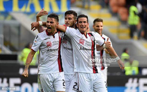 Team players of Cagliari Calcio celebrate the victory during the Serie A match between FC Internazionale and Cagliari Calcio at Stadio Giuseppe...