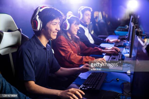 team playing esports game on computer - esports stock pictures, royalty-free photos & images